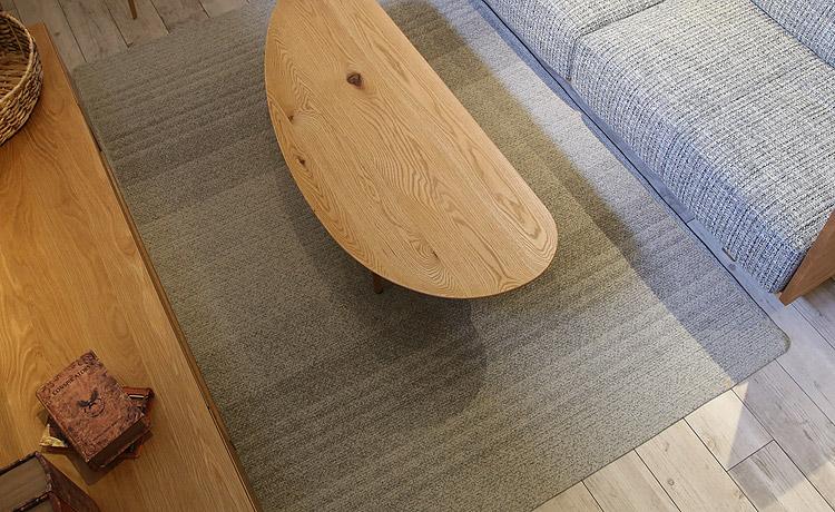 リビングテーブルの大きさはソファの座面よりも小さいもの